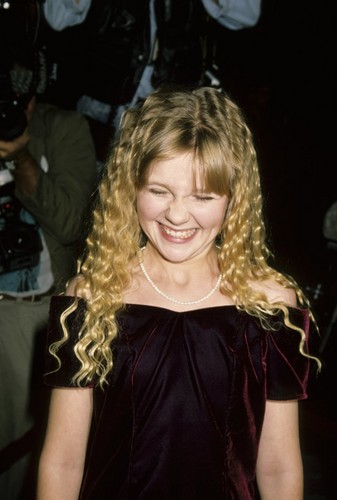 """Kirsten at the """"Interview With The Vampire"""" Premier"""
