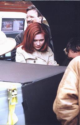 """커스틴 던스트 바탕화면 with an automobile titled Kirsten behind the scenes of """"Spider-Man"""""""