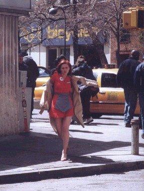 "Kirsten behind the scenes of ""Spider-Man"""
