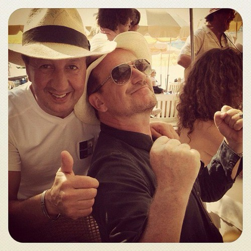 U2 wolpeyper containing a fedora called Larry and Bono on holiday in France