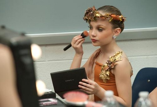 Maddie putting on makeup- The Huntress