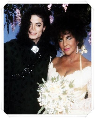 Michael And Elizabeth On Her Wedding दिन