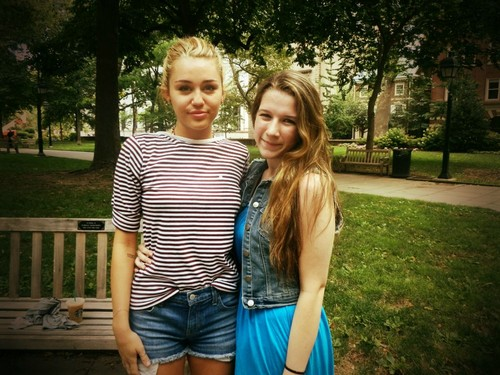 Miley ~ New Pics.