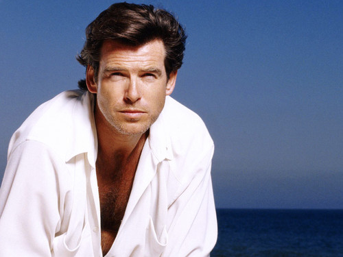 PIERCE BROSNAN ADORABLE