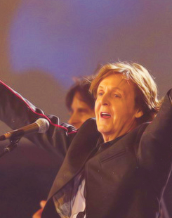 Paul McCartney wallpaper probably containing a konser titled Paul McCartney Olympics 2012