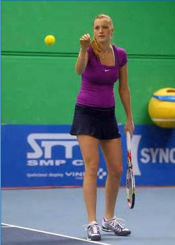 Petra Kvitova : straight hair suits her more !