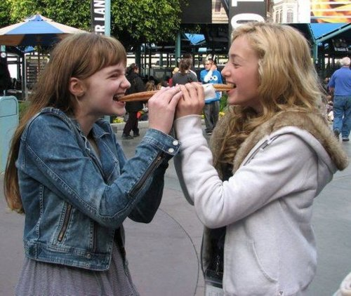 Peyton 列表 and Laine MacNeil