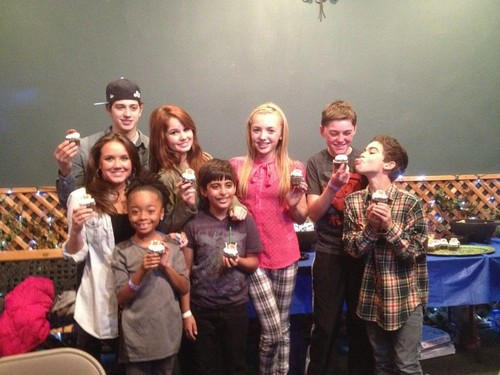 Peyton with Jessie cast