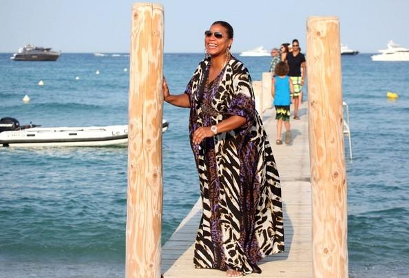 क्वीन Latifa Strikes a Pose [July 24, 2012]