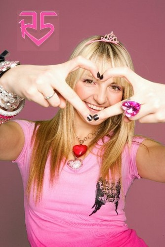 Rydel Lynch wallpaper probably containing a portrait titled Rydel