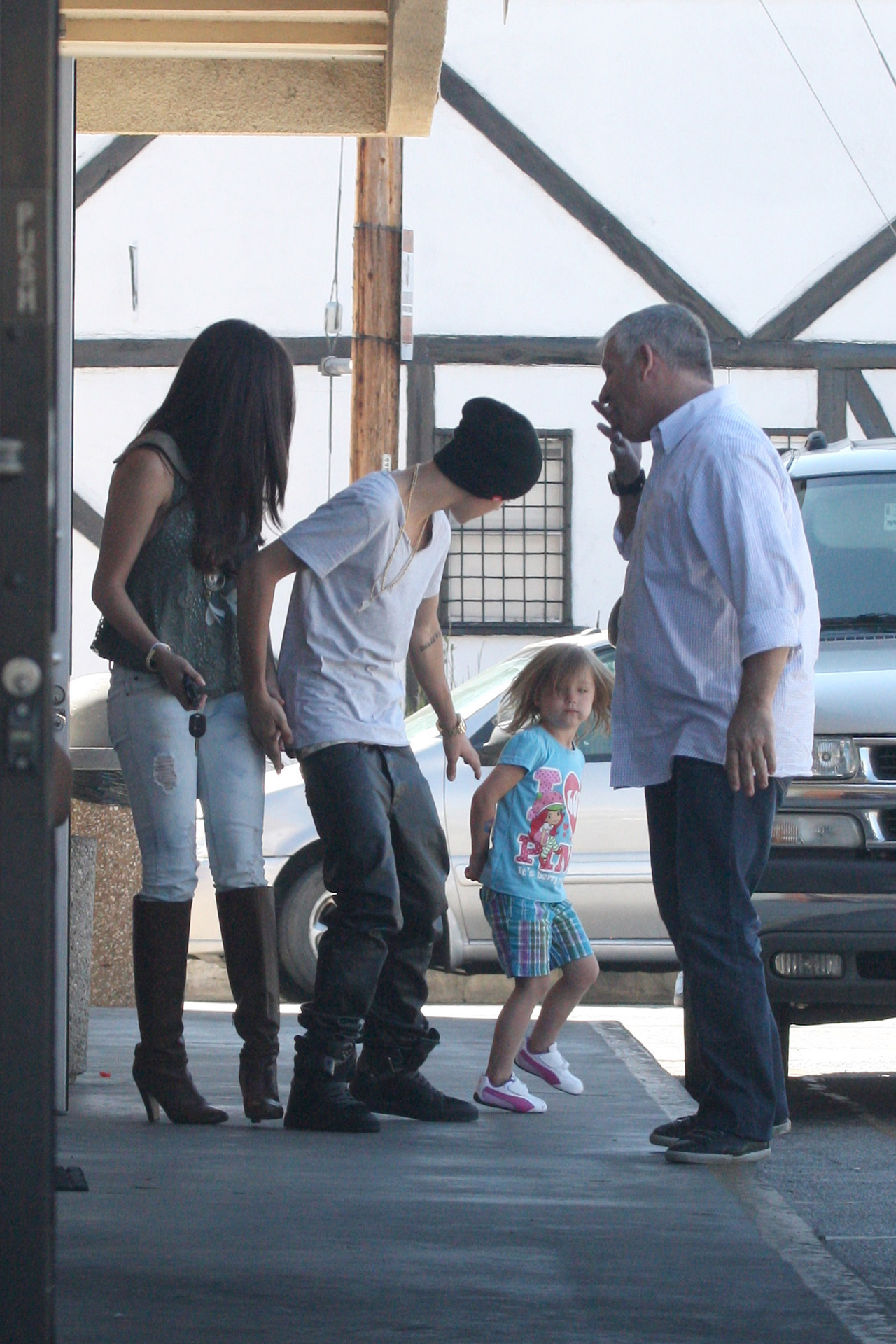 Selena and Justin coming out of the restaurant Sushi Dan, in Los Angeles