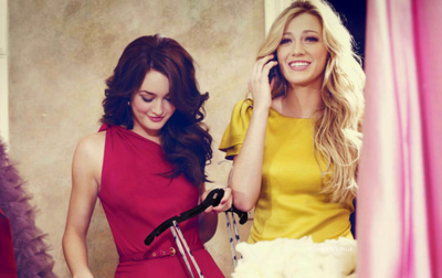 Gossip Girl wallpaper possibly containing a cocktail dress entitled Serena & Blair