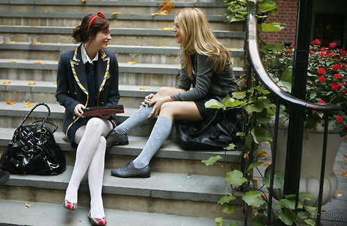 Gossip Girl Hintergrund with a business suit entitled Serena & Blair