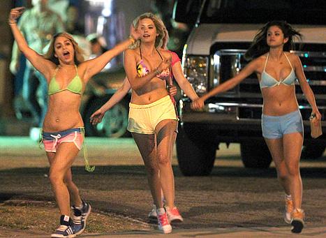 SpringBreakers- (2012) Selena gomez
