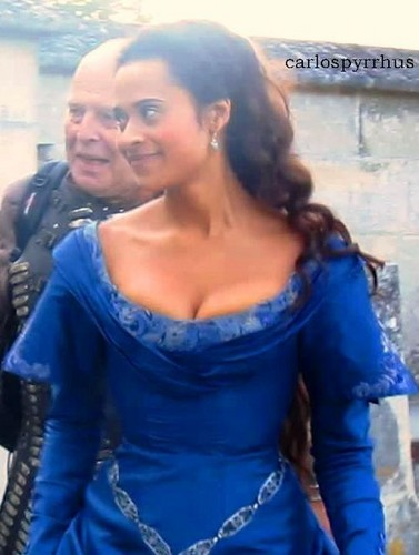 The Queen and The Cobalt Blue Gown! FINALLY!