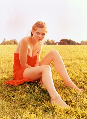 Kirsten Dunst wallpaper possibly containing a grainfield and skin titled Verglas Photoshoot