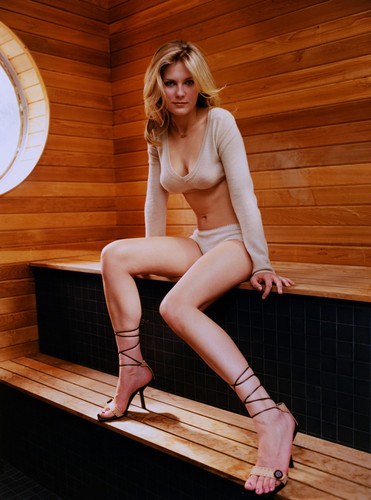 Kirsten Dunst wolpeyper possibly containing bare legs, a hip boot, and tights titled Verglas Photoshoot