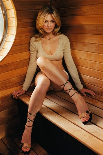 Kirsten Dunst wallpaper probably with bare legs and a hip boot titled Verglas Photoshoot