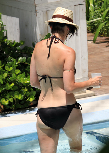 katy perry wallpaper with a bikini entitled Wearing A Bikini At A Hotel Pool In Miami [26 July 2012]