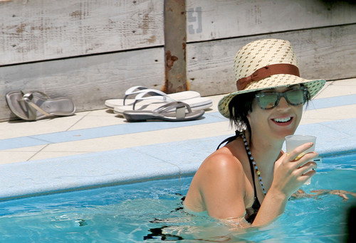 Wearing A Bikini At A Hotel Pool In Miami [26 July 2012]
