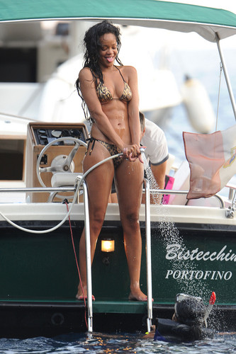 Wearing A Bikini On Vacation In Italy [28 July 2012]