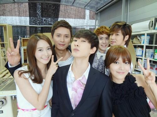 YoonSoo @ Selca with Eunhyuk, Kyuhyun, Yunho (via Eunhyuk's Twitter)