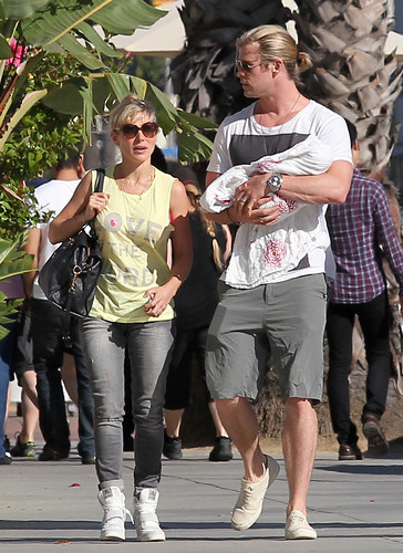 chris and elsa  - chris-hemsworth Photo