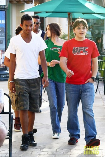 jaafar with his brother jermajesty and cousins prince and paris out in town