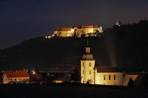 neuenburg kastilyo at night