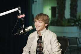 Sterling Knight karatasi la kupamba ukuta possibly containing a tamasha entitled sterling knight