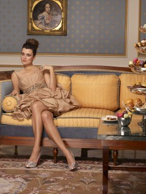 코트 드 파블로 바탕화면 with a living room, a family room, and a drawing room titled Cote de Pablo - CBS Watch Magazine - December 2010