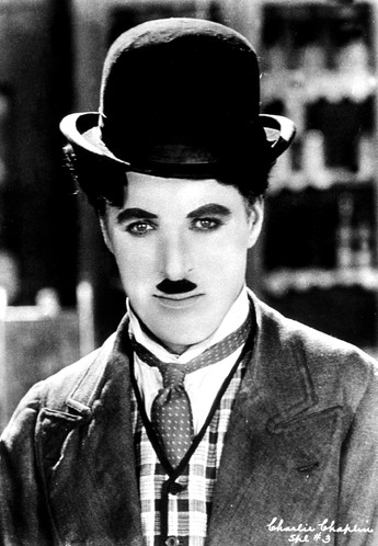 Charlie Chaplin wallpaper containing a business suit called ¢нαяℓιє