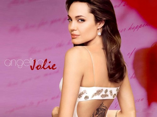 Angelina Jolie wallpaper with attractiveness titled Angelina <3