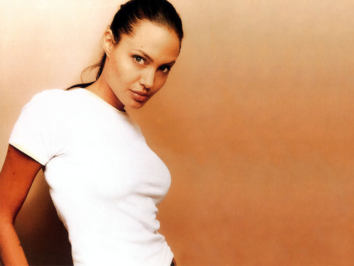 angelina jolie wallpaper possibly with a portrait titled Angelina <3