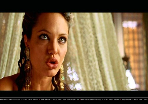Angelina Jolie wallpaper containing a portrait entitled Angelina Jolie in Alexander