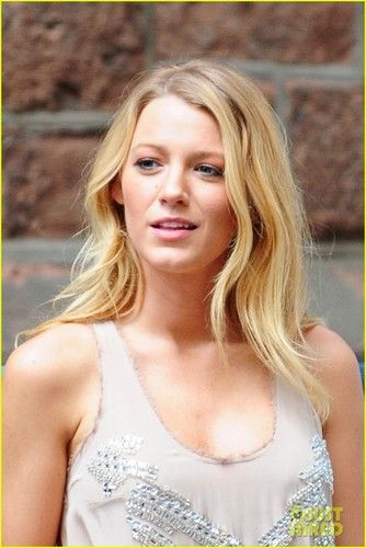 Blake Lively wallpaper containing a portrait entitled Blake on the set of GG in NYC