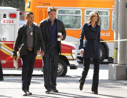 schloss Season 5 Behind-the-Scenes Set Pictures of Nathan Fillion, Stana Katic, and Jon Huertas!