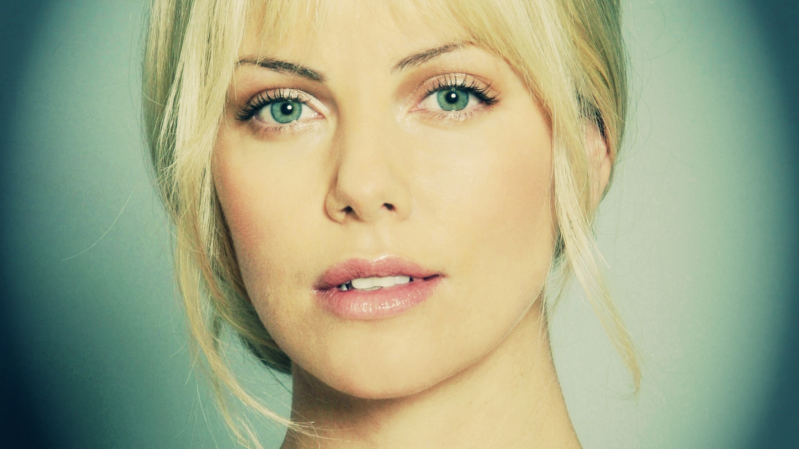 Charlize Theron 壁纸