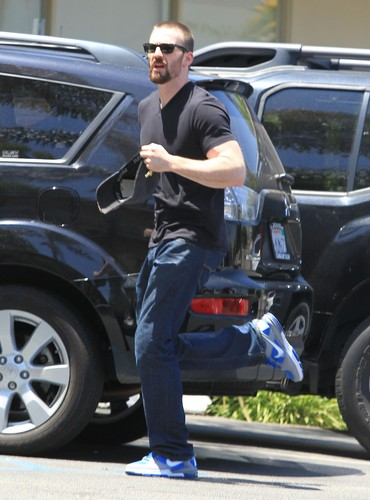 Chris leaving a dermatology clinic in Studio City (July 23rd, 2012)