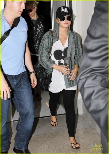 Demi - Departs from LAX Airport - August 10, 2012