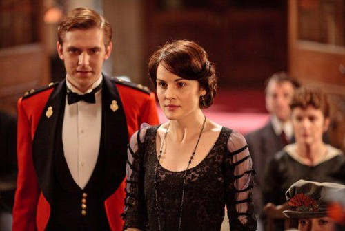 Downton Abbey achtergrond possibly containing a business suit called Downton Abbey Season 2