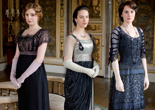Downton Abbey karatasi la kupamba ukuta probably with a bridesmaid entitled Downton Abbey Season 2