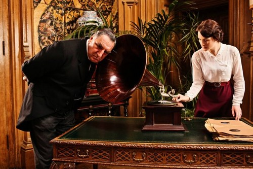 Downton Abbey پیپر وال possibly with a turntable کی, ٹورنتبلی entitled Downton Abbey Season 2