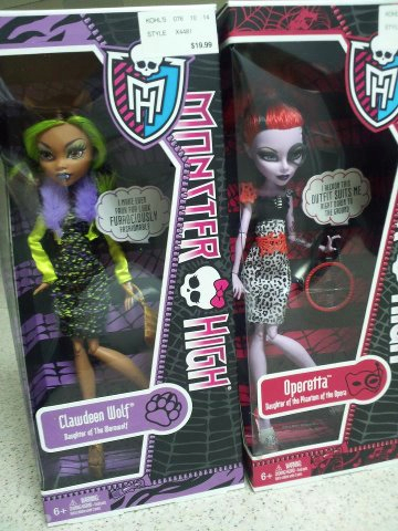 Monster High wallpaper containing anime called Fashion Pack's turn into dolls