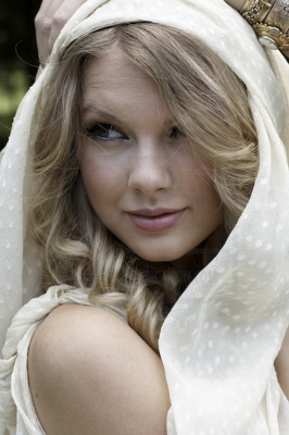 Taylor Swift wallpaper probably with a portrait and skin entitled Fashion's Night Out Photoshoot
