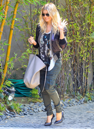 Fergie Gets Picked Up At Her Home [August 10, 2012] - fergie Photo