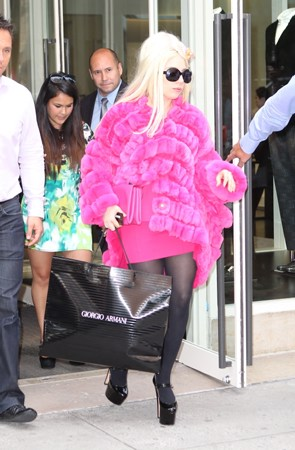 lady gaga wallpaper titled Gaga shopping in NYC (August 7)