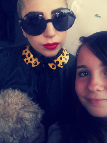 Gaga with 팬 outside her hotel in Sofia, Bulgaria (Aug. 12)