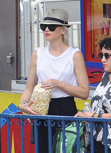 Gwen Stefani Out With Her Kids [July 27, 2012]
