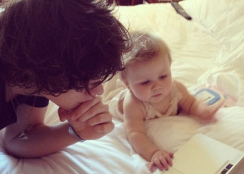 Celebrities of hollywood wallpaper with a neonate called HArry Styles with Baby Lux